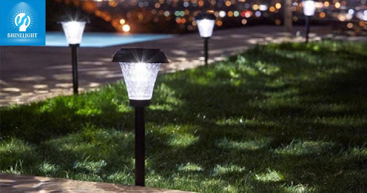 Đèn cẳm cỏ Solar