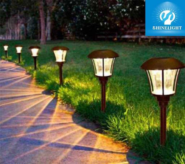 Đèn trụ sân vườn cây nấm được nhiều gia đình sử dụng bởi tính thẩm mỹ của nó